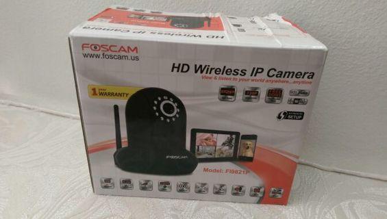 Foscam HD 720p wireless IP security camera FI9821P & 2 webcams bonus!