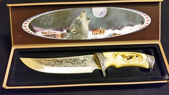 Awesome! Carved Handled Wolf Knife & Storage Box