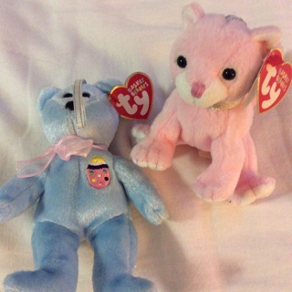 Two (2) Beanie TY Toys. Blue EGGS I and Pink Carnation.