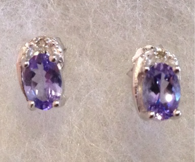 Exquisite 0.84 CT Genuine Tanzanite Plantinum over 925 sterling silver earrings !!!