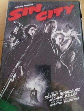 Sin City: Bruce Willis, Jessica Alba, Benicio Del Toro, Clive Owen, Brittany Murphy