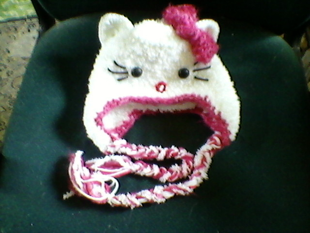 Free: HELLO KITTY HAT~ HAND KNIT BY ME~~ USA & CANADA FREE ...