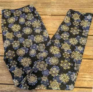 PLUS SIZE NAVY AND CREAM SNOWFLAKE LEGGINGS BUTTERY SOFT SIZES 12-20 NWT FREE SHIPPING!