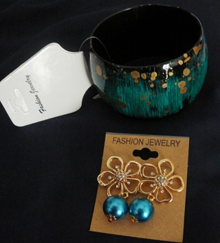 Beautiful Fashion Bracelet and Flower Earrings (New)