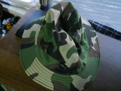 FREE  Vans Camouflage Bucket Hat + Pukka MFG Company Beanie - One Size Fits  Most - Boys   Girls e1a327f24