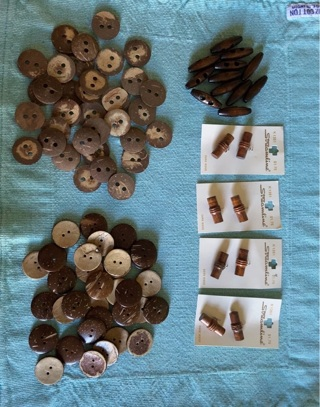 Lots of wooden buttons (coconut shell, toggle & shank) GIN Bonus!!: very old shank buttons!