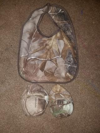 realtree camo newborn booties and bib