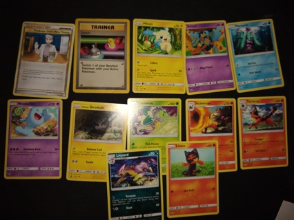 Lot #31 of 12 newer / vintage Pokemon trading cards get whats in the picture! 1995-2017