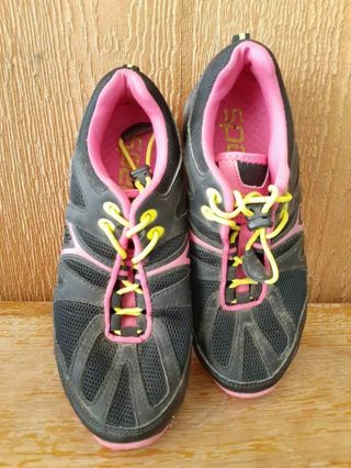 Women's Speedo Size 6 Athletic Shoes Black with Pink Accents Elastic Tie.