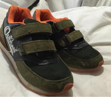 Boys size 1 osh kosh tennis shoes