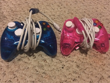 2 Xbox 360 wired controllers 1 blue 1 pink READ