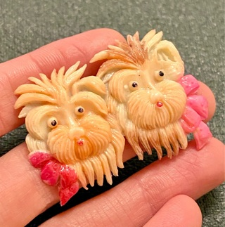 Bizarre twin dogs celluloid early plastic 1940s vintage Occupied Japan pin (handpainted)