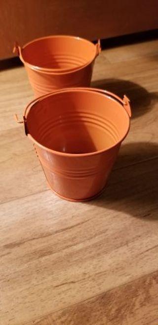 Miniature buckets