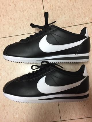 Women's Nike Cortez Shoes size 7.5