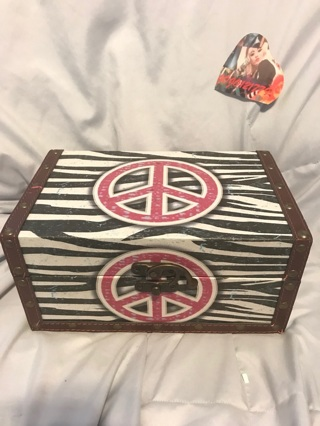 HIPPY VINTAGE PEACE BOX (Free Shipping)