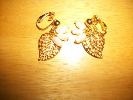Delicate Vintage Gold & Freshwater Pearl Earrings by Avon