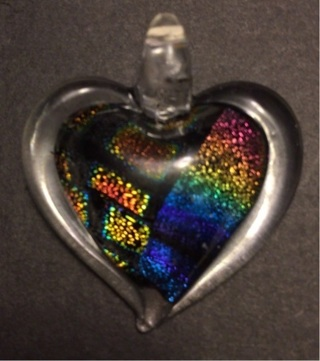 NWOT gorgeous dichroic glass heart necklace that comes in a gift box - mp165
