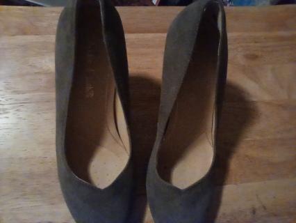 """Women's Size 6 Clark's 3"""" Heels: EUC"""