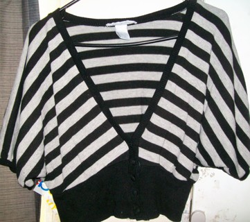 Charlotte Russe Ladies Sz M/L (10/12) Black & Gray Short 1/2 Cover Top Button Sweater-Very Good!