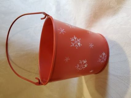 SMALL RED METAL HOLIDAY BUCKET