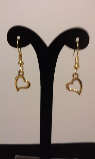 New! Pretty gold heart earrings