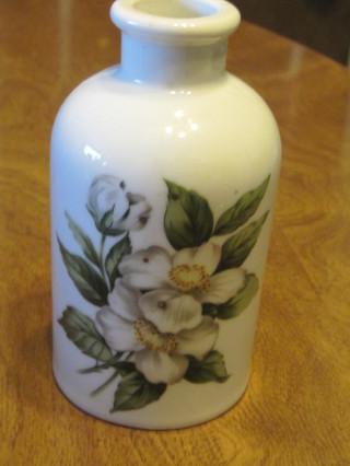 """White Flowered Vase - """"De Paris"""""""