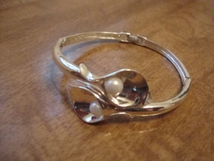 Free Silver Tone Vintage Calla Lily Avon Bracelet With Faux Pearls
