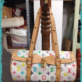 6806364f9ad2 Free  White Louis Vuitton Barrel Purse - Handbags - Listia.com ...