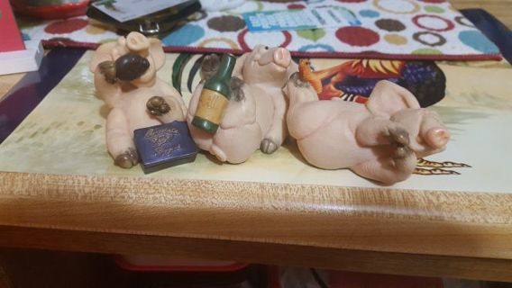 3 little piggies + salt and pepper shakers