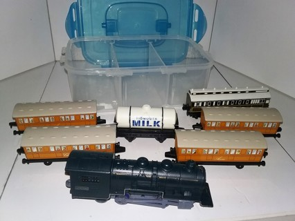 6 2000-2001 Thomas & Friends train cars by ERTL with plastic locomotive in plastic case