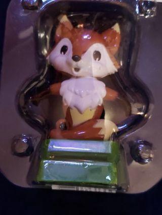 L@@K! SOLAR DANCING FOX