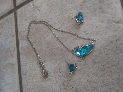 TOPAZ. BUTTERFLY NECKLACE AND FLOWER EARRINGS WITH RHINESTONES! New*