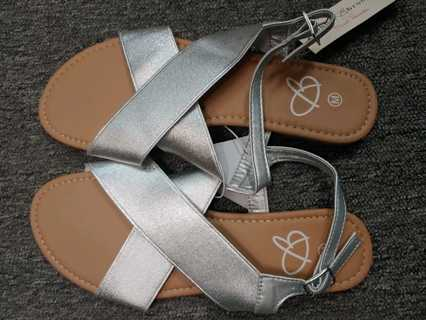 NWT!! Bobbie Boss Ladies Sandals--size M (7-8)