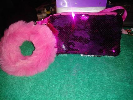 ❤✨❤✨❤️BRAND NEW HOT PINK/SILVER TWO-TONED SEQUIN WALLET & FUR KEYCHAIN❤✨❤✨❤